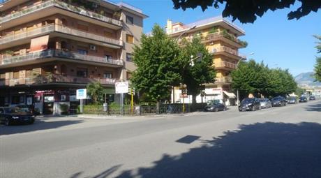 Negozio in Vendita in Via Enrico de Nicola 372 a Cassino