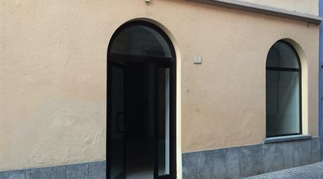 Affittasi a Dogliani locali uso ufficio, studio o negozio di 35 mq completamente rinnovati.