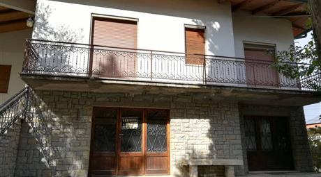 Villa unifamiliare Strada della Croce 1, Cetona € 250.000
