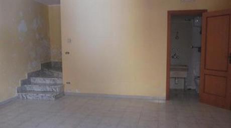 Vendesi casa indipendnte in Vico II° Cesare Battisti a Rionero in Vulture (PZ)