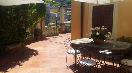 Villa con 2 appartamenti a Castanea (Messina)