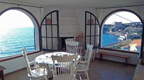 Villa isolata fronte mare in Sardegna