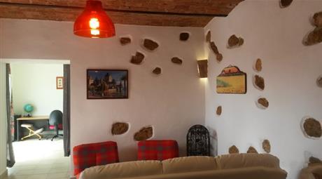 Appartamento ristrutturato e arredato con taverna