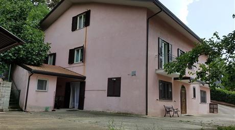 Villa in Vendita in Contrada Querce Nuove 43 a Lioni