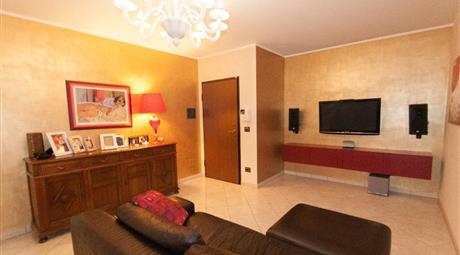 Elegante alloggio con due ampi balconi
