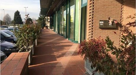 Privato negozio in affitto  Uscita Cesena sud mq60