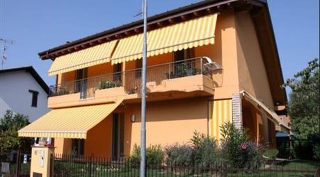 Villa in Vendita in Via Pasubio 1D a Mornago € 375.000