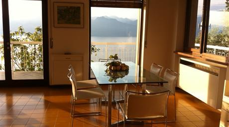 Appartamento grande in villetta con magnifica vista sul lago di Garda