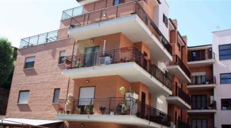 Appartamento al piano terra con giardino e posto auto