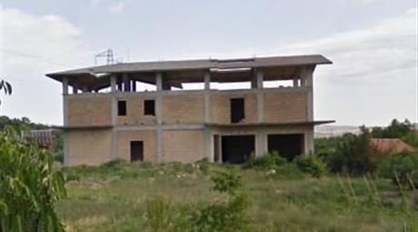 Stabile, Palazzo in Vendita in Via Scosse 15 a Altino