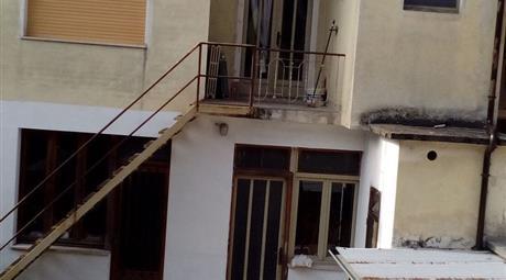 Casa indipendente in vendita in via G. Mazzini, 2 Caravino