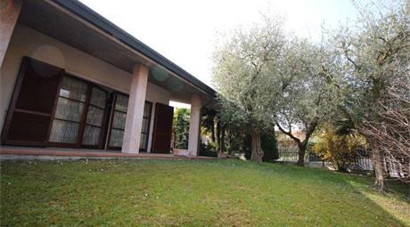 Villa singola con giardino