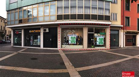 Immobile commerciale in piazza a Bovolone (Vr) OTTIMA VISIBILITA'