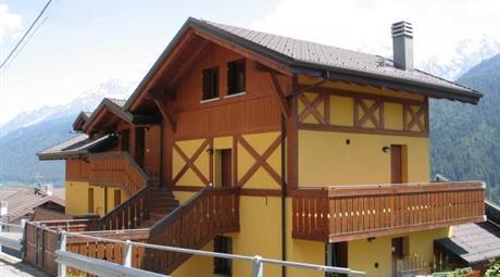 Vicinanze Ponte di Legno a Vione Trilocale con Box 190.000 €