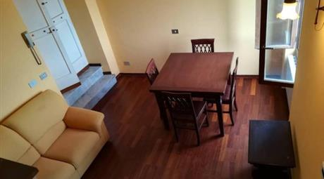 Appartamento su due piani in vendita in via dell'Indipendenza, 69.000 €