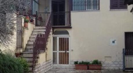 Appartamento su due livelli con servizi