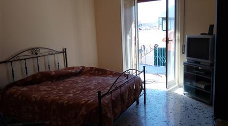 Appartamento pressi Policlinico Stazione. Angolo via Perez