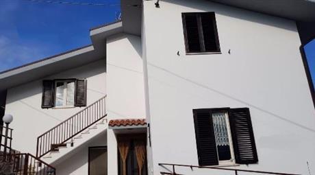 Casa indipendente a Ripe di Civitella del Tronto (Teramo)