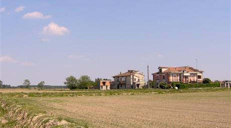 Case da ristrutturare  con  terreno edificabile da privato