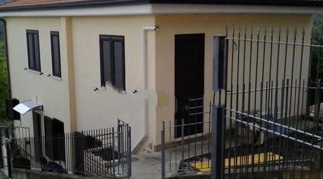 Casa indipendente in vendita in via umberto primo s.n.c