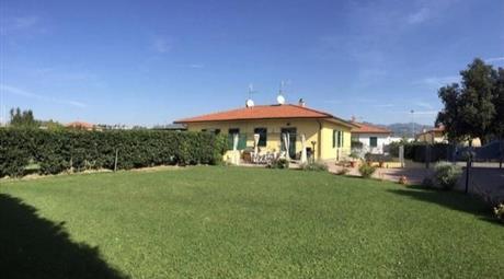 Casa Bifamiliare in Vendita in Via del Corso 48 a Sarzana
