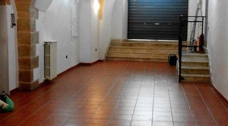 Locale in vendita in via Perrone, 36