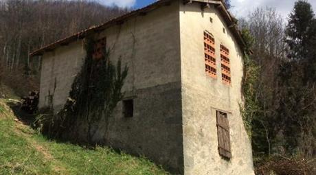 Casa con Terreno in vendita a  Minucciano