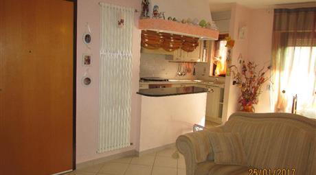 Appartamento tre vani ed accessori con garage