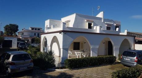 Villa in Vendita in Via Petunie 11 a Leporano