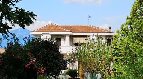 Vendo Alvignano ampia villa con terreno, Caserta