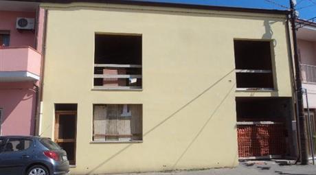 Appartamento al piano primo e sottotetto