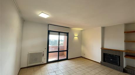 Luminoso Appartamento con Camino