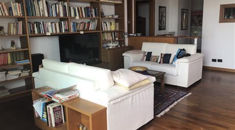 Ampio panoramico appartamento arredato