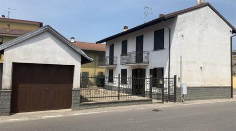 Casa Indipendente in Vendita in Via Mirabella 16 a Castelnovetto € 82.000