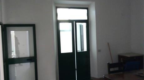 Vendo casa a piano terra con balcone, zona Arangea