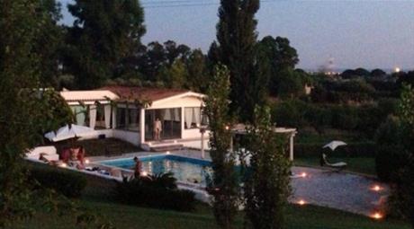 Villa via Pratica di Mare, Pomezia