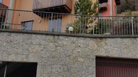 Villetta a Schiera in Vendita in Via Valle Richetti 9888 a Colere