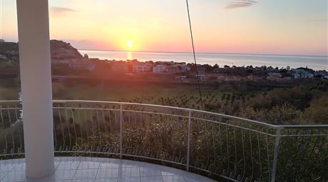 Villa panoramica con vista mare