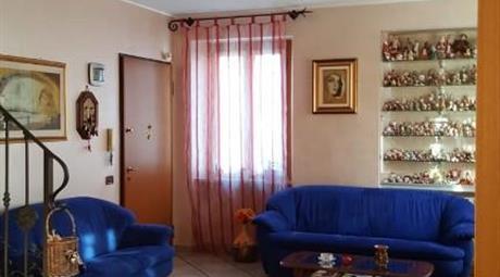 Porzione di casa disposta su tre livelli