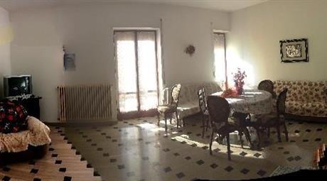 Camere singola e doppia in luminoso quadrilocale