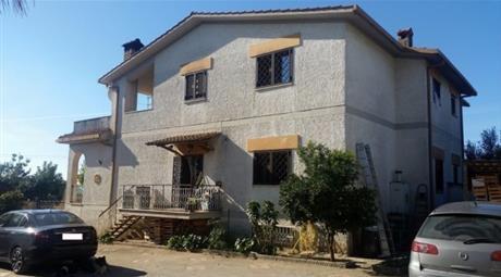 Villa via Colonnella 1 10, Lariano      € 280.000