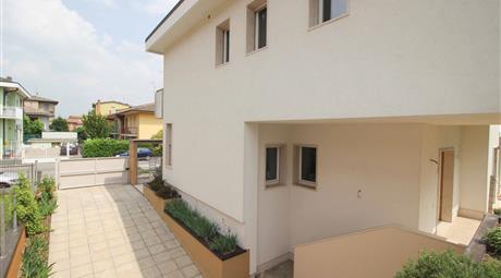 Signorile villa bifamiliare con giardino | Lodi Centro