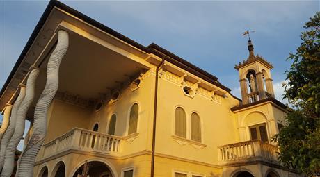 Villa dell'800 ristrutturata a nuovo in centro a Carmignano