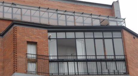 Ottimo pentavano centrale, con ampi balconi verandati