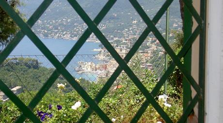Mezza costa piano terra vista golfo e Camogli