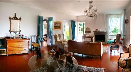 Prestigiosa villa panoramica, luminosissima, 3000  metri giardino, a 35 minuti da piazza del Popolo. Divisibile in 3 unità