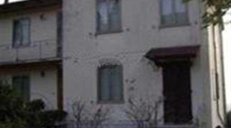 Casa indipendente con 2 appartamenti ottimo prezzo solo  150.000 €