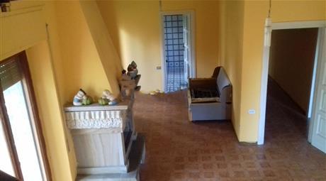 Villa con 3 appartamenti indipendenti