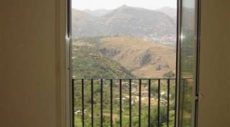 Luminoso e panoramico appartamento ad Altofonte (PALERMO)