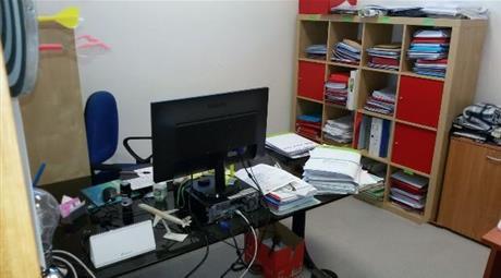 Comodo locale commerciale anche uso Ufficio
